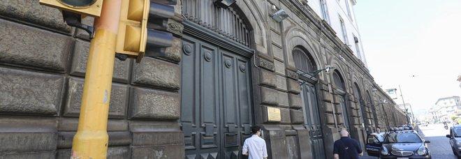 Napoli, choc a Poggioreale: detenuto tenta di impiccarsi in cella, salvato