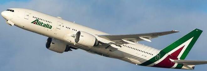 Alitalia, strappo con Bruxelles, Giorgetti: «Lo stipendio va pagato»