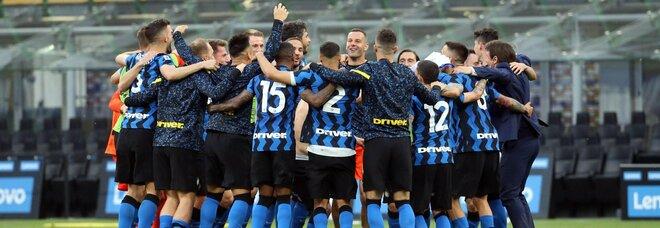 L'Inter fa gran festa con la Samp: 5-1 per celebrare il 19° scudetto
