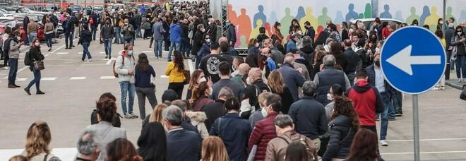 Dove si fanno i vaccini in Campania? Over 50 tra Capodichino e la Mostra, caregiver a Capodimonte