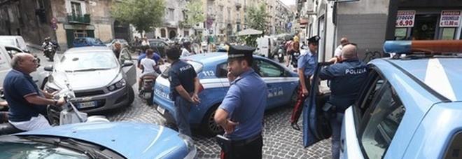 Nuova stesa nei vicoli della Sanità: la polizia trova 12 bossoli
