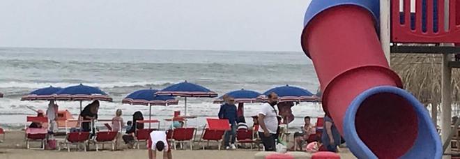 Caserta, movida e corsa al mare: ecco come difendersi dal Covid in spiaggia