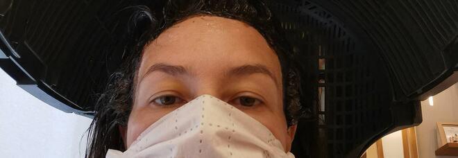 Covid Roma, parrucchiere a baristi e registi: «Stiamo uniti, vi taglio i capelli gratis» E arriva l'attrice Beatrice Fazi