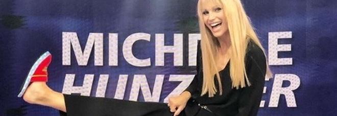 Amici Celebrities: Michelle Hunziker più raggiante che mai, ma sui social acclamano Maria De Filippi