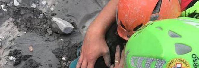 Resta grave la bimba di 9 anni, un altro bambino ricoverato apprende dagli psicologi della morte della mamma