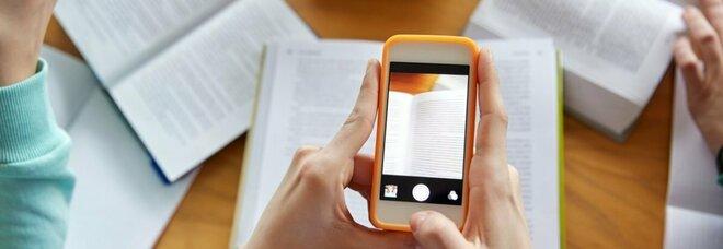 Marocco, all'esame di maturità con lo smartphone per copiare: 2 ragazzi condannati a 3 mesi di carcere