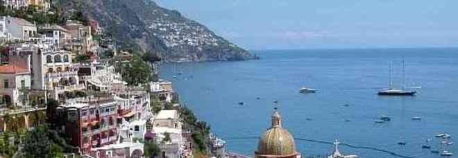 Dodici bandiere blu sventolano in Campania Ecco la mappa delle spiagge pulite