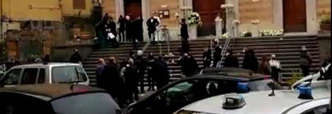 Covid a Napoli: blitz al matrimonio al Vomero, invitati sgomberati dai vigili