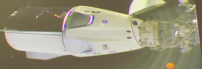 Crew Dragon, riparte la corsa alla Luna: la capsula della SpaceX di Elon Musk ha agganciato la Iss