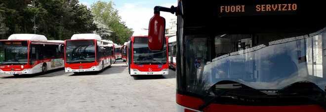 Sciopero dei trasporti a Napoli: chiuse metropolitana e funicolari, pochi bus in circolazione