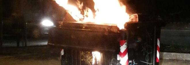 Napoli: dà fuoco ai cassonetti in via Toledo, arrestato un francese di 27 anni