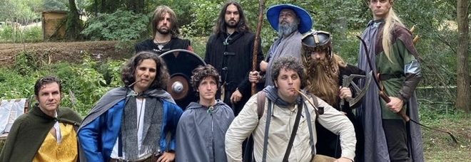 Hobbit, elfi e stregoni: la Compagnia dell'Anello in viaggio a piedi dall'Abruzzo al Vesuvio
