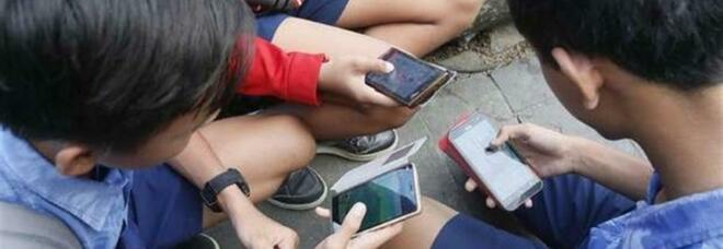 Da Tiktok a Youtube, giovani online anche 24 ore. E cresce il fronte dei pentiti