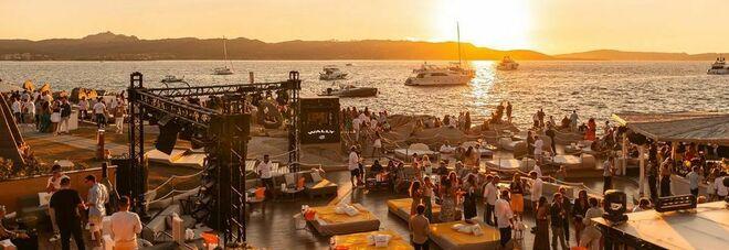 Costa Smeralda, chiusa anche la discoteca Phi Beach. Il proprietario: «La Sardegna non è Briatore»