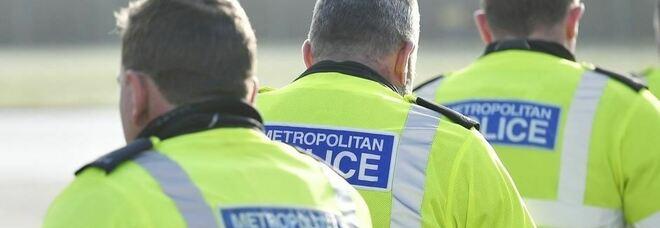 Gran Bretagna, strage in un'abitazione: uccisi madre, due bambini e un loro amico: la polizia ha arrestato un uomo