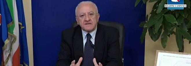 Covid, De Luca contro Draghi: «Senza le Regioni sarebbe stato un disastro»