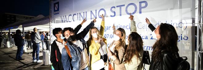 Covid in Campania, il rebus del ritorno a scuola: mancano i vaccini per gli studenti