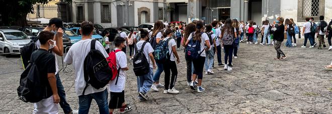 Covid in Campania, oggi 394 positivi e un morto: l'indice di contagio sale all'1,94%