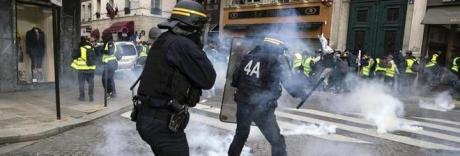 Gilet gialli, l'accusa: 17 manifestanti resi disabili dai proiettili di gomma