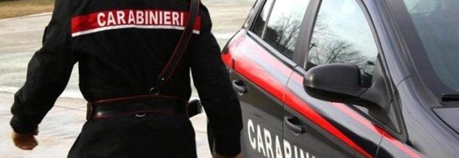 Nuoro, rapina e sparatoria all'ufficio postale: ferita una carabiniera