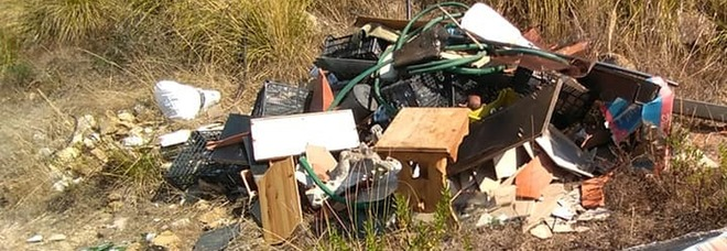 Rifiuti abbandonati nel Parco del Cilento: la denuncia da Castellabate