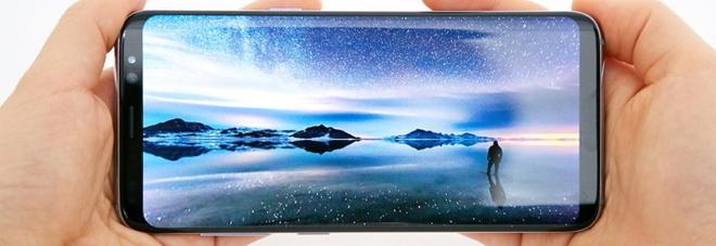 """Samsung Galaxy S8 e S8+: schermo """"infinito"""" e scansione dell'iride per tentare il rilancio"""