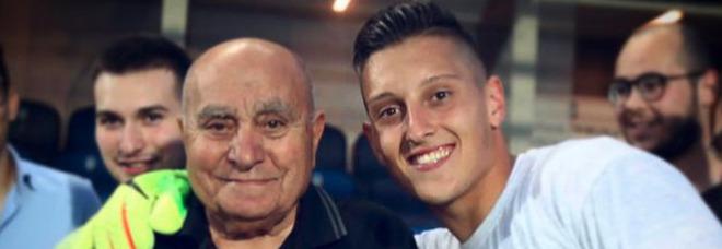 Lutto per Gollini, morto il nonno 84enne: travolto in bici da un'auto. «Ero il tuo orgoglio»