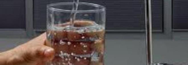 Appello dell'Oms: servono dati sulle microplastiche presenti nell'acqua che beviamo