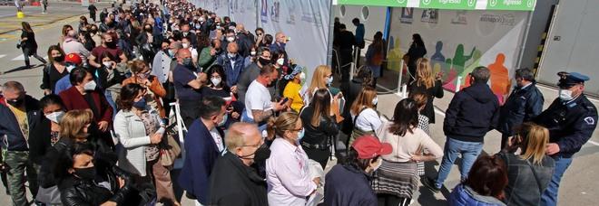 Vaccini in Campania, dosi finite: per 2 giorni stop ai centri vaccinali