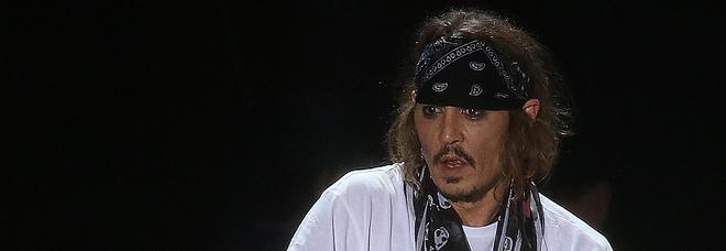 Johnny Depp denunciato per aggressione sul set: «Puzzava di alcol e mi ha colpito alle costole»