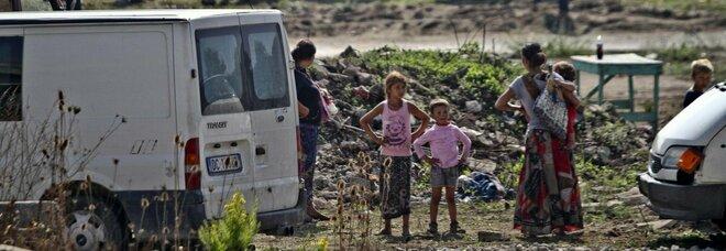 Focolaio Covid nel campo rom di Giugliano, De Luca proroga la zona rossa: il testo completo dell'ordinanza