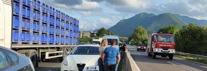 Incidente sul raccordo Avellino-Salerno, morto l'autista di un tir: traffico bloccato