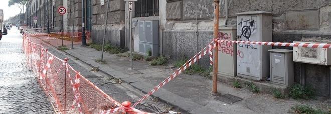Napoli, in via Acton cadono calcinacci nei pressi della Galleria Vittoria
