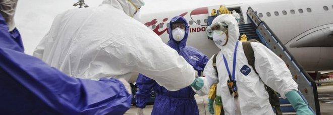 Coronavirus,  9 italiani rientrano da Wuhan: 722 le vittime dell'epidemia