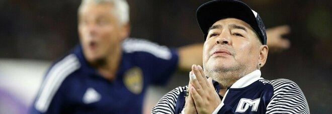 «Maradona è morto dopo 14 ore di agonia», l'ultima accusa al cerchio magico del Pibe de Oro