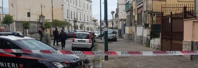 Bomba carta davanti a un palazzo, momenti di paura a Torre Annunziata