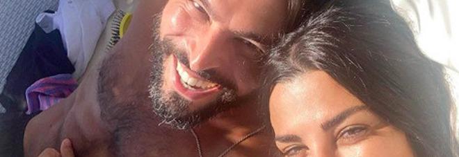 Serena Enardu, la foto con un uomo scatena gli haters: «Un altro pollo da spennare». E lei risponde così