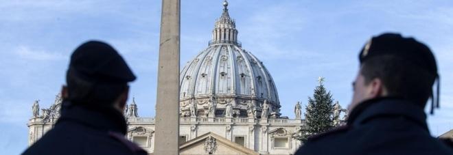 Scandalo Vaticano. Cocaina e video pedofili, l'usciere del Papa condannato a tre anni