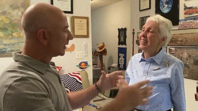 Una donna di 82 anni volerà nello Spazio con Jeff Bezos
