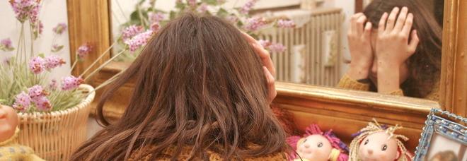 Abusi sulla figlia di 14 anni
