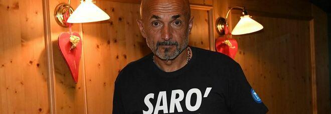 Napoli, c'è la maglia «Sarò con te»: 30 pezzi autografati da Spalletti