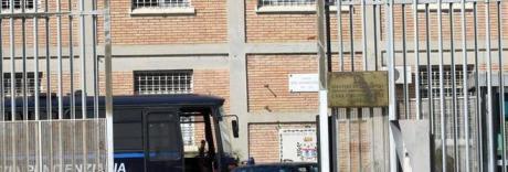 Rissa per il controllo del carcere, agente colpito dai detenuti