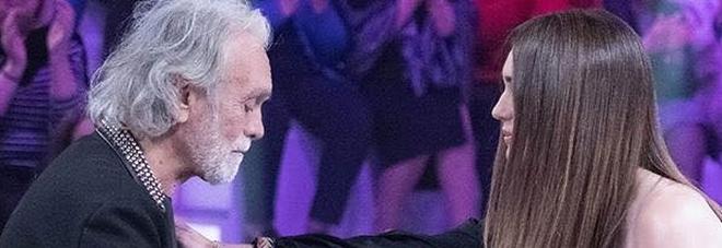 Riccardo Fogli scoppia a piangere a Verissimo: «Quando ti toccano la famiglia...». Silvia Toffanin ferma l'intervista