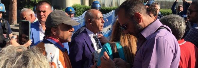 Napoli: proteste dei lavoratori alla Mostra d'Oltremare ...