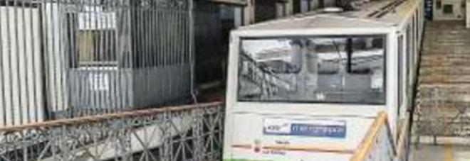 Funicolari di Chiaia e Mergellina ferme otto ore malgrado i nuovi capiservizio
