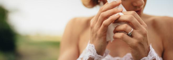 Matrimonio da incubo, la sposa viene colta da diarrea e sporca il vestito: «Colpa delle bevande detox»