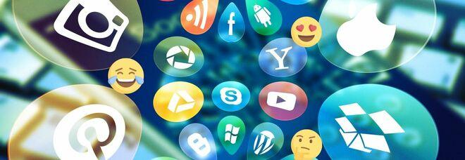 """Emoji, la """"faccina"""" che ride (con le lacrime) ormai fuori moda per la generazione Z: ecco quali"""