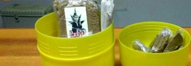 Droga nascosta nel contenitore dell'uovo di Pasqua: pusher arrestato