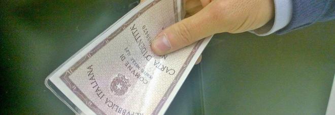 Trevigiani vendono le carte d'identità per darle a clandestini: 19 indagati