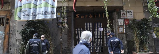 Racket a Napoli, ecco il tariffario: pagano anche le bancarelle